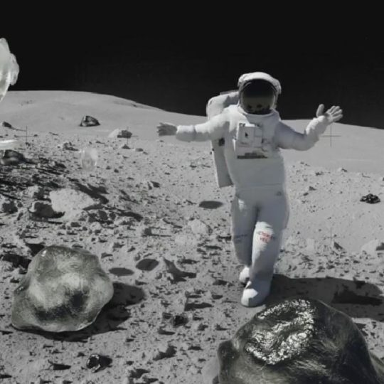 Reaction of the First Iranian on the Moon